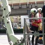 美國女生體驗一日台灣消防員,全副武裝竟背負「40公斤」!更挑戰10樓高雲梯車差點腿軟!【影音】