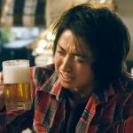 「給開司一罐啤酒」到底在紅什麼?一部電影借鏡日本金融黑歷史:荒謬政策洗劫人民財產