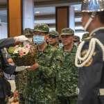 漢光墜機痛失2飛官 袍澤哀戚送別 國防部長、陸軍司令到場致敬