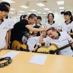 「侯Sir返校日」上線  侯友宜與藝人陳奕重返校園 獻出吉他初體驗
