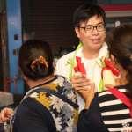 陳其邁市場掃街「陸戰結合空戰」  刷「1號毛巾」解鎖動畫衝人氣
