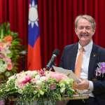 「台灣是我的家,一定會回來」 提升台荷雙邊投資 荷蘭代表紀維德獲頒經濟專業獎章