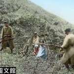 日本人殖民台灣到底多殘忍?揭日軍屠殺原住民震撼影像:父親遭反綁虐殺,孩童無助愣在一旁