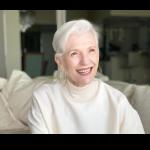 老了不用新科技?她72歲,用臉書、IG踏上巴黎時裝秀,比她兒子還紅!
