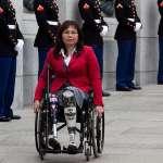 生於曼谷、打過伊拉克戰爭、受重傷失去雙腿、當參議員時升格當媽……她可能成為下一位美國副總統