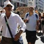 就是不願戴口罩》數萬德國人上街頭抗議防疫措施:「口罩讓我們成為奴隸!」