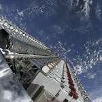 成千上萬枚衛星繞行地球,讓全世界連上高速網路!馬斯克「星鏈計劃」大戰貝佐斯「古柏計劃」