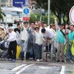 親力親為不畏風雨 陳其邁站第一線爭取選民認同