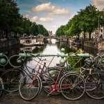 破壞運河美景、與行人搶道!阿姆斯特丹大量單車停靠橋墩,政府種植花草搶救市容