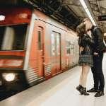 法國車站禁止舌吻?幾乎所有高中都有保險套販賣機?盤點浪漫法國不為人知的10個秘密