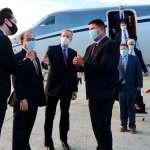 美國務次卿訪台》柯拉克訪團專機抵達 前印太安全助理防長薛瑞福同行