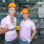 一度負債20億!從華爾街被叫回接班,兄弟檔讓又熱又吵的玻璃廠大翻身
