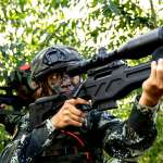 「中國是二戰後對世界最大威脅!」美國國家情報總監:解放軍進行人體實驗,意圖打造「生物增能士兵」