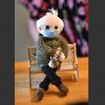 美國參議員「路人阿伯」迷因爆紅!Q版手工娃娃激似本尊 eBay以57萬元高價拍出