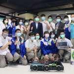 陳其邁至三民高中開學日防疫宣導 體驗組裝酒精機器人
