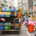 為何有錢人都不太會買零食來吃? 清潔隊員從長期收垃圾的經驗,找到普通人無法致富的關鍵