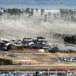 「這麼多人正在死去,我卻躲在安全的地方攝影...」搭直升機拍311海嘯獲獎,NHK前攝影記者為此自責10年