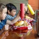 我不吃肉類不喝乳製品,我的孩子也可以純素飲食嗎?