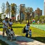 生育率全球最後一名,台灣年輕人不敢生是因高房價?住展:新加坡有答案