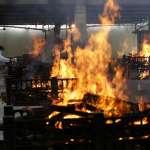 墮入新冠地獄的印度》單日新增確診逾35萬人,火葬場徹夜運轉彷彿「怪獸吞噬人民」