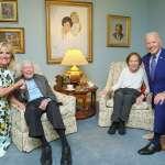 全美網友熱議的詭異照片!拜登夫婦探視前總統卡特 合照比例出了什麼事?
