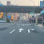 防範機車側撞 交通局增設轉向分流式指向線