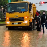 鋒面滯留大豪雨  環保局不畏風雨動員環境整頓
