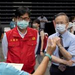 高雄87歲以上高齡接種新冠疫苗  高醫施打大隊全力以赴
