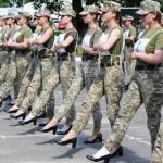 「愚蠢!」烏克蘭國防部宣傳「女兵穿高跟鞋踢正步」,挨轟厭女歧視