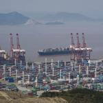 經濟熱議》寧波疫情閉港,全球10%運能蒸發,塞港正向上海和香港漫延