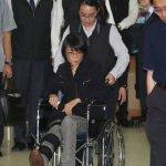 周美青不慎摔傷 坐輪椅見婆婆最後一面