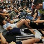 港民二次包圍立法會  警凌晨強制清場