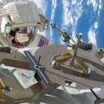 哈里路亞!太空人平安夜修復太空站