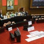 國民黨不亮票、不監票  民進黨撤退主席台