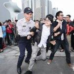 國家歌劇院今落成 國道收費員到場抗議引衝突
