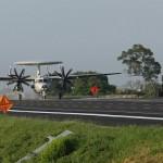 漢光演習E-2K空中預警機首度起降高速公路