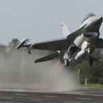 F16戰機 加足馬力當領航機起飛