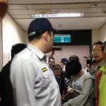 內湖慈濟審議爆衝突 警押民眾回警局