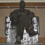 228反威權  政大蔣公銅像遭噴漆