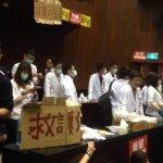 守護抗議學生 醫師立院排班