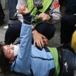 公投護台聯盟闖立法院 與警衝突