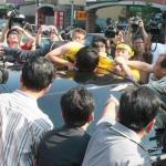反南鐵東移抗爭  官員逃到派出所
