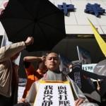 無法無天!空服員落髮撐傘 抗議華航打壓工會