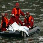 救難人員:艙內滿是汽油味 座椅全部扭曲變形