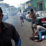 委內瑞拉爆動亂 警察槍殺14歲少年