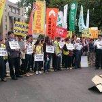 民團抗議政府同意M503 紙飛機射進行政院