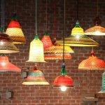 傳統工藝與時尚結合  寶特瓶變身風格吊燈