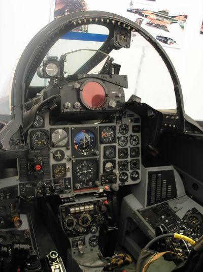 F-4的駕駛艙。(維基百科)