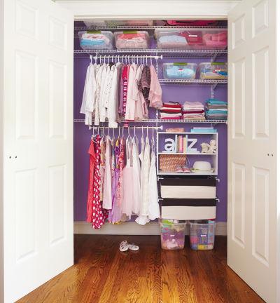 打掃衣櫃可以幫你省錢!(圖/ Rubbermaid Products@Flickr)
