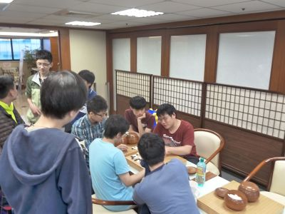 對於有心當職業棋士的年輕人來說,無時不刻心裡想的都是圍棋。